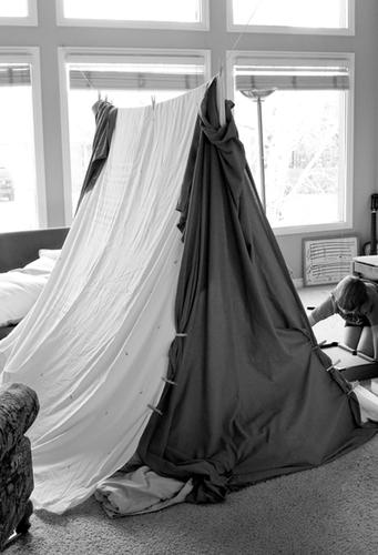 Tent bw